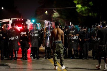 Τρίτη μέρα επεισοδιακών διαδηλώσεων στο Σεντ Λιούς μετά την αθώωση πρώην αστυνομικού για φόνο αφροαμερικάνου