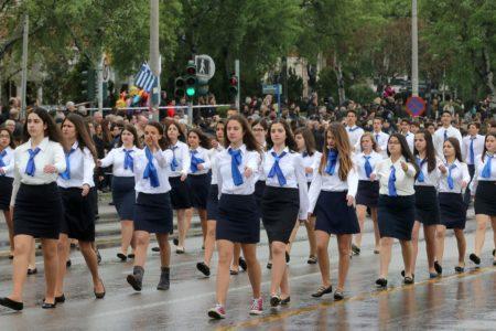 Στη Θεσσαλονίκη απαγορεύτηκε σε γυναίκες να συμμετάσχουν στην παρέλαση γιατί έχουμε 1920