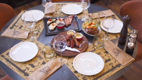 Άμπακος : Ένα steak-house για πολλά λογοπαίγνια