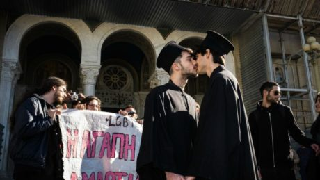 Προς έκπληξη όλων: Την απόσυρση του νομοσχεδίου για την ταυτότητα φύλου ζητά η Εκκλησία