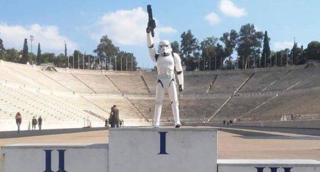 Nτύσου κι εσύ Darth Vader για το διαγωνισμό cosplay της Στέγης του Ιδρύματος Ωνάση