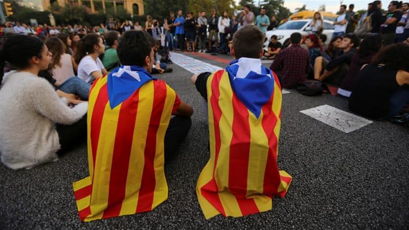 200.000 Καταλανοί διαδήλωσαν χθες για τη φυλάκιση δύο αυτονομιστών ηγετών