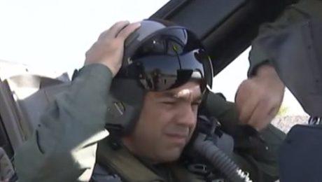 Ο Αλέξης Τσίπρας φόρεσε στολή πιλότου και πέταξε με F16 πάνω από το βόρειο Αιγαίο