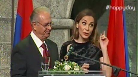 Προσφώνησαν «Άννα Βίσση» τη Δέσποινα Βανδή σε απονομή βραβείων στην πιο 90s είδηση της χρονιάς
