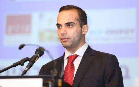 Ο έλληνας χλαπάτσας του Τραμπ, George Papadopoulos, διώκεται για συνεργασία με ρώσους αξιωματούχους