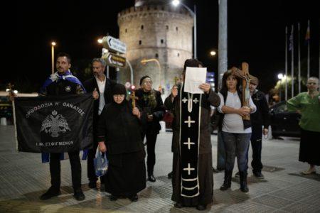 Θεσσαλονίκη: Χριστιανοτζιχαντιστές συγκεντρώθηκαν για να σταματήσουν την παράσταση «Η Ώρα του Διαβόλου»