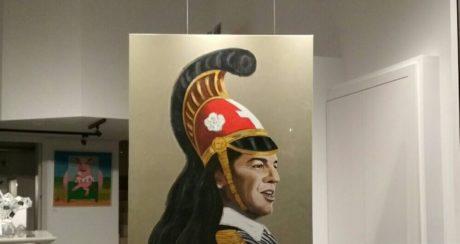 Εντωμεταξύ γκαλερί στο Ηράκλειο έχει στη βιτρίνα τον Τσίπρα ζωγραφισμένο σαν Κολοκοτρώνη