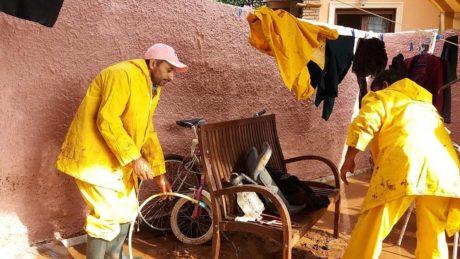 Πακιστανοί μετανάστες αλλοιώνουν τον πολιτισμό μας προσφέροντας βοήθεια στους πλημμυροπαθείς