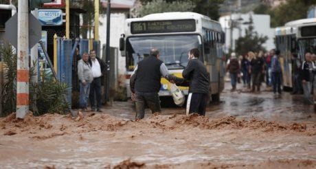 Σε κρουαζιερόπλοιο θέλει να βάλει τους άστεγους από τις πλημμύρες ο υπουργός που έσωσε το Σαρωνικό