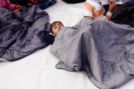 Την επανένωση με τις οικογένειές τους ζητούν οι πρόσφυγες απεργοί πείνας στο Σύνταγμα