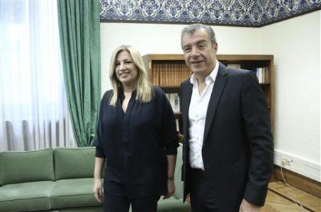 Η Φώφη Γεννηματά και ο Σταύρος Θεοδωράκης βάφτισαν σήμερα το μεσημέρι το νέο ΠΑΣΟΚ