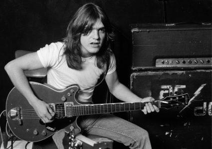 Πέθανε ο κιθαρίστας και ιδρυτικό μέλος των AC/DC, Μάλκολμ Γιανγκ