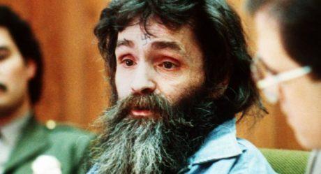 Άφησε την τελευταία του πνοή ο διαβόητος serial killer Τσαρλς Μάνσον