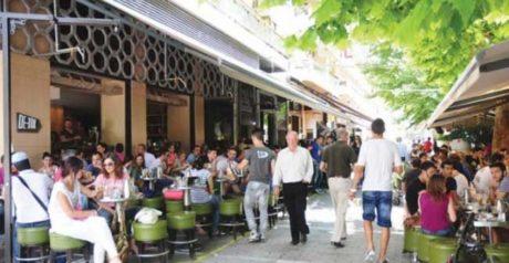 Άγριο ακαρνανικό βρωμοξύλο σε καφετέρια του Αγρινίου: Τρία άτομα κατέληξαν στο νοσοκομείο