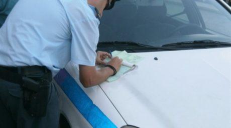 Γλυφάδα: Οδηγός από βασικό ένστικτο κάρφωσε με παγοκόφτη αστυνομικό για να γλιτώσει κλήση