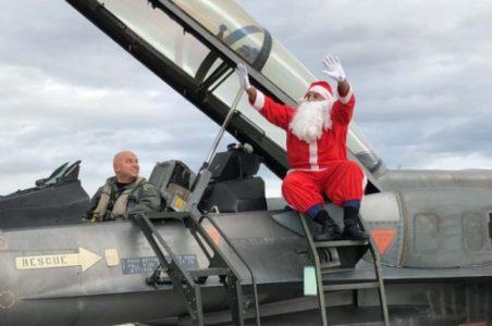 Πάνω σε F-16 έφτασε ο Άγιος Βασίλης στη Λάρισα