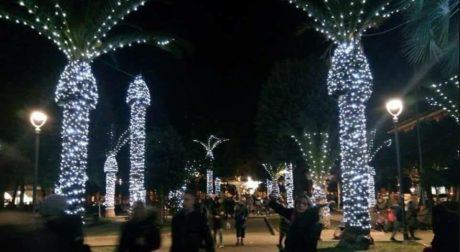 Ο χριστουγεννιάτικος στολισμός αυτής της ιταλικής πόλης απλά γαμάει