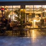 Kiki de Grèce : Μια στρουμπουλή κοκέτα που απολαμβάνει το καλό κρασί
