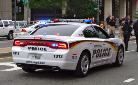 Γλυκούλης οδηγός καλεί την αστυνομία για να καταγγείλει ότι είναι τύφλα