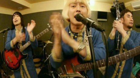 Ιαπωνικό gypsy band ερμηνεύει το «Βρε Μελαχρινάκι»