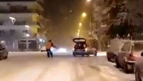 Γκατζολία extreme sports: Σκιέρ δεμένος από αμάξι καλπάζει στην Ορεστιάδα