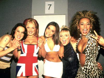 Οι Spice Girls ανακοίνωσαν ιστορικό reunion με μια πολύ ύποπτη φωτογραφία