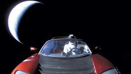 Η Tesla έρχεται στην Ελλάδα για να εκτοξεύσει την οικονομία μας στο διάστημα