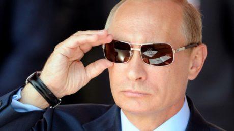 O Πούτιν γίνεται επίτιμος δικτάτορας στο τμήμα Ιστορίας της Καλαμάτας και θα σας μάθει να σέβεστε