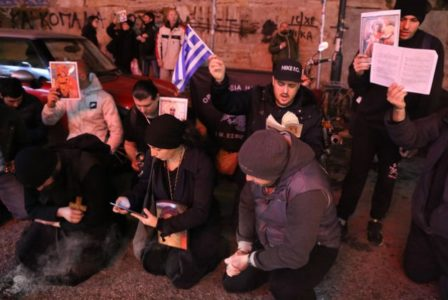 Σε μόνιμο έκθεμα του Ακροπόλ έχουν μετατραπεί οι διαμαρτυρόμενοι χριστιανοταλιμπάν