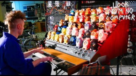 Αυτή η σατανική χορωδία από Furby υπόσχεται να δοκιμάσει τις αντοχές σας στον πόνο