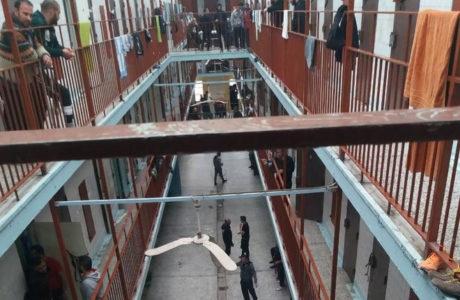 Σε εξέλιξη βρίσκεται εξέγερση των κρατουμένων στις Φυλακές του Κορυδαλλού
