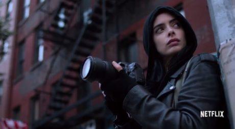 Το νέο trailer Jessica Jones μας προετοιμάζει για βουτιά στο παρελθόν της