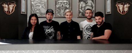 Το Ironbrush ξεκίνησε από ένα υπόγειο κι έχει γίνει πλέον το πιο hot τατουατζίδικο των Αμπελοκήπων