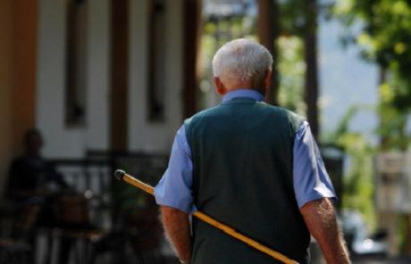 Γλυφάδα: Ληστές πάνε να φερμάρουν 88χρονο στο σπίτι του, τους κερνάει μολύβι