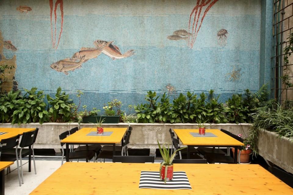 Bread and Roses: Το συνεργατικό εστιατόριο με το γαμάτο όνομα