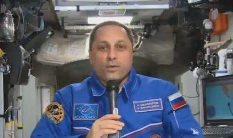 Ρώσος κοσμοναύτης ακούει Νταλάρα στο διάστημα, επειδή έξω πάμε καλά