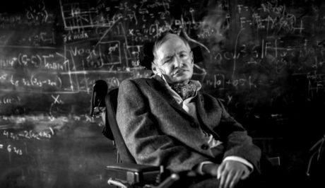Ο Στίβεν Χόκινγκ ήταν ο άνθρωπος που συνδύασε το Big Bang με το «Βig Bang Theory»
