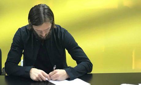 Ανανέωσε με την ΑΕΚ ο Τσιγκρίνσκι μια εβδομάδα πριν τη σταύρωση του