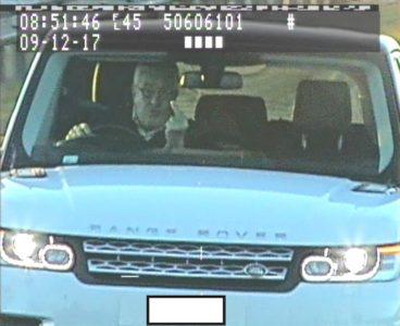 Γκαλερί θα ανοίξει Άγγλος οδηγός με τα κωλοδάχτυλά του που κατέγραψε αστυνομική κάμερα