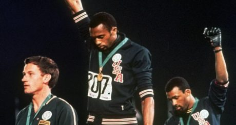 Τι απέγινε ο λευκός ολυμπιονίκης που δεν κώλωσε πάνω στο βάθρο το 1968;