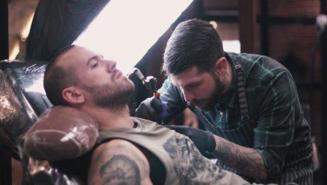 Το Doctor Pepper Tattoo συνεχίζει την επιστήμη του tattoo από το νέο studio στο Γκάζι