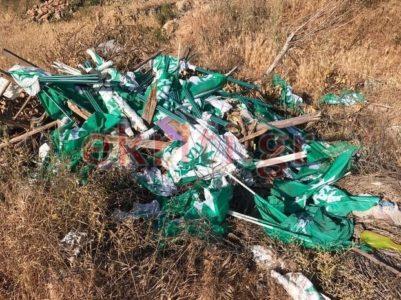 Ηράκλειο Κρήτης: Σε χωματερή πέταξαν ασυνείδητοι δεκάδες σημαιάκια ΠΑΣΟΚ