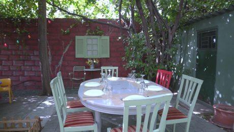 Η «Μονοκατοικία» και η αυλή της είναι η πιο όμορφη γαστρονομική εξόρμηση στο Χαλάνδρι