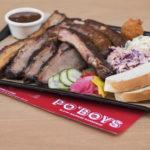 Στο PO'BOYS είναι μάστορες στο αυθεντικό σιγοκαπνιστό αμερικάνικο BBQ