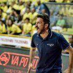 Ιταλός προπονητής μπάσκετ έπαθε Μαλεζάνι σε συνέντευξη τύπου