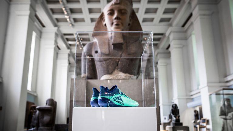 Μια θέση δίπλα στα Ελγίνεια Μάρμαρα κέρδισαν ποδοσφαιρικά παπούτσια του Σαλάχ