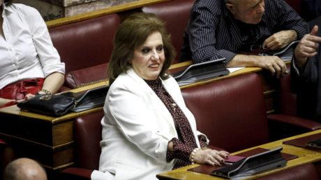 Headshot με καρέκλα πέτυχε βουλευτίνα του ΣΥΡΙΖΑ στο καφενείο της Βουλής