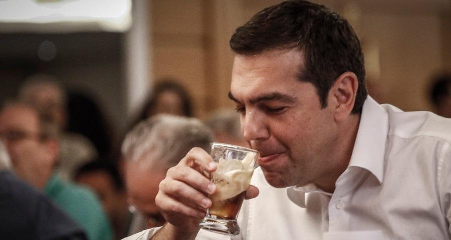 Χωρίς σουβλάκι πίνει ο Τσίπρας τον καφέ μετά τo ξεβλάχεμα από Κάρολο