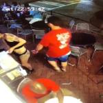 Δωρεάν μαθήματα smackdown δίδαξε μια γκαρσόνα στον άντρα που τη χούφτωσε