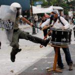 Επικίνδυνη μουσικό δρόμου μπουζούριασε η ΕΛ.ΑΣ. στη Θεσσαλονίκη